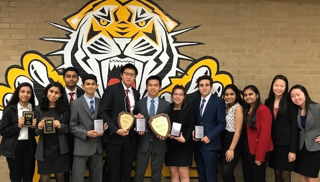 Falcon+Speech+and+Debate+Qualify+Nationally